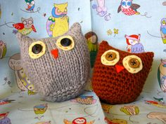 PDF DOWNLOAD HAS BOTH SETS OF INSTRUCTIONS FOR A KNITTED AND A CROCHETED OWL http://www.ravelry.com/patterns/library/owls-two-ways-knit