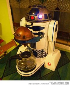 R2-D2 Coffee Maker... the geek in me wants this lmao especially if it can make an espresso AND a latte