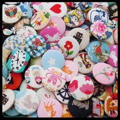 Perfect wedding favours. Fabric Covered Badges by KaelaMills on Etsy, $40.00