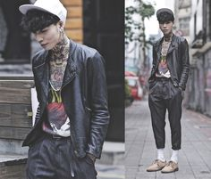 Funky dapper streetstyle. Not too many can pull this off. He did though.