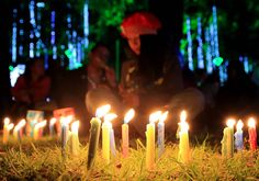 La Noche de Las Velitas is celebrated all over Colombia on December 7. In honour of the Virgin Mary, people line the streets, their windows and doorways, parks, squares and any other free space with candles and lanterns.