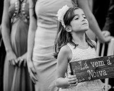 Placa Lá vem a noiva Rústica, casamento, casamento rústico, wedding, wedding sign, rustic wedding, casamento no campo, placa de casamento, festa de casamento, decoração de casamento.