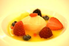 Zuppetta di frutta, bacche di goji e sorbetto di pera