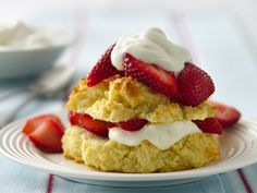 Gluten-Free Bisquick Mix makes it easy for you to enjoy a classic dessert - strawberry shortcake. Add a little bit of almond flavoring to the biscuit. Yumm Can also make peach shortcake like this. Gluten Free Sweets, Gluten Free Baking, Gluten Free Recipes, Gf Recipes, Recipe Substitutes, Sweet Recipes, Easy Recipes, Cooking Recipes, Healthy Recipes