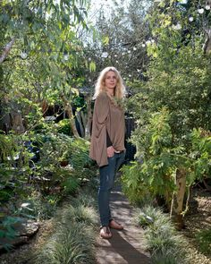 Interior designer Abigail Ahern moved tables, chairs and chandeliers into her neglected garden to transform it into an atmospheric bolthole Small Yard Design, North Facing Garden, Abigail Ahern, Back Gardens, Go Outside, Garden Styles, The Guardian, Garden Design, Fireplaces