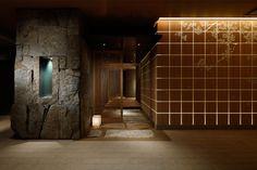 Rough stone feature - Palace Hotel Wadakura restaurant by A. Japanese Modern, Japanese Interior, Japanese Style, Space Interiors, Hotel Interiors, Porte Cochere, Lobby Interior, Interior Architecture, Public Architecture