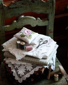 forever Raindrops And Roses, Ivy House, Sewing Stitches, Linen Bedding, Old World, Vintage Sewing, Decorative Boxes, Sweet Home, Crafts