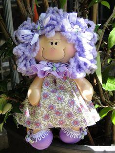 Lindas bonequinhas termoformado em eva com roupar de tecido e cabelos de lã. Para pendurar na porta ou parede R$ 13,00