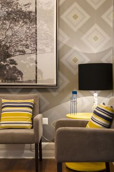 Great use of patterned wallpaper and pillows - #livingrom #interiordesign