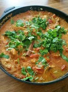 Chicken Tikka Masala med naan-bröd och asiatisk dipp - Saras eviga