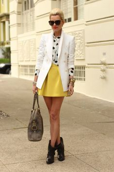 32 Street Style Ideas For Your Stylish Look This Spring - Fashion Diva Design Looks Style, Style Me, New Fashion, Womens Fashion, Fashion Trends, Nouveau Look, Mellow Yellow, Yellow Black, Bright Yellow