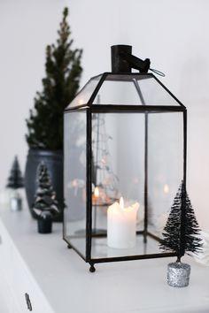 Tiny christmas tree decoration in glitter pot via Mitt vita hus