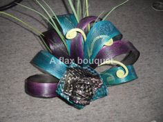 Flax flower arrangements and bunches. Flax Weaving, Flax Flowers, Maori Art, Our Wedding, Wedding Stuff, Floral Arrangements, Wedding Bouquets, Wedding Planning, Advent Ideas