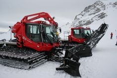 The new PistenBully 400 is the ideal fleet vehicle. Easy to operate, comfortable to drive and economical. The PistenBully 400 sets the standard for snow ...