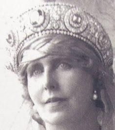 Tiara Mania: Sapphire & Diamond Kokoshnik worn by Queen Marie of Romania Royal Crowns, Royal Tiaras, Tiaras And Crowns, Romanian Royal Family, Royal Jewelry, Jewellery, Vintage Jewelry, Casa Real, Royal Brides