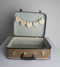 Wedding Suitcase Postal Box Wedding Notes, Our Wedding, Wedding Inspiration, Wedding Ideas, Wedding Planning, Suitcases, Box, Weddings, Deco