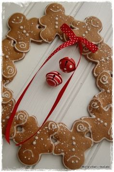 gingerbread men wreath...So cute! Make from Felt