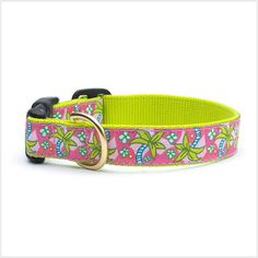 This Playful and stylish collar is made lightweight flexible nylon webbing. Fastened with a breakaway clasp that is the safest way for cats to dress.