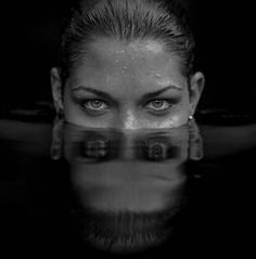 New photography water people portraits photographs ideas Mirror Photography, Reflection Photography, Hair Photography, Underwater Photography, Photography Women, White Photography, Amazing Photography, Portrait Photography, Photography Ideas