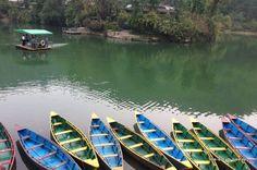 Прогулочные лодки на озере Фева