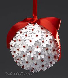 Five homemade Christmas tree ornaments, DIY and Crafts, how to make homemake christmas bulbs Flower Ornaments, Paper Ornaments, Christmas Ornament Crafts, Noel Christmas, Handmade Ornaments, Christmas Projects, Handmade Christmas, Holiday Crafts, Ornaments Ideas