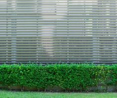 Info over aluminium tuinschermen. Wat kosten ze? Welke voordelen en nadelen hebben ze? Welke alternatieven zijn er? Waar kan ik offertes aanvragen? ...