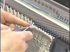 Закрытие резинки через провязанную петлю деккером.