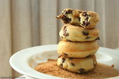Easy, delicious and healthy Banana Chocolate Chip Baked Doughnuts recipe from SparkRecipes. See our top-rated recipes for Banana Chocolate Chip Baked Doughnuts. Healthy Doughnuts, Baked Doughnuts, Baked Doughnut Recipes, Recipe Doughnuts, Delicious Donuts, Healthy Desserts, Delicious Desserts, Yummy Food, Healthy Recipes
