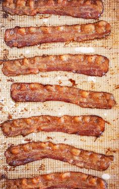 How to Bake Bacon in the Oven - The Suburban Soapbox How to Bake Bacon in the Oven - The Suburban Soapbox<br> The BEST way to cook bacon is in the oven. This Oven Baked Bacon recipe is fantastic for breakfast, brunch and holidays! Cooking Bacon, Oven Cooking, Cooking Recipes, Cooking Oil, Cooking Light, Cooking Torch, Cooking Blogs, Real Cooking, Basic Cooking