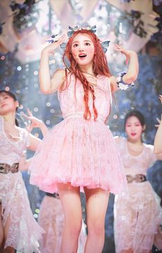 Kpop Fashion Outfits, Stage Outfits, Girl Fashion, Kpop Girl Groups, Kpop Girls, Oh My Girl Yooa, Thing 1, Lucky Girl, Girl Photos