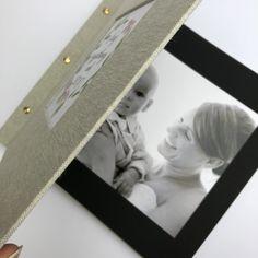 Kolejny klasyczny album z moją autorską akwarelą w okienku, tym razem w wydaniu ślubnym. Klasyczny album do wklejania zdjęć w formacie 30×30, łączony śrubami introligatorskimi. Płótno lniane, wewnątrz czarne karty.