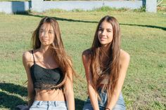 Meet Elisha and Renee, the identical twins who went viral Tan Woman, Ideas For Instagram Photos, Cute Twins, Twin Girls, Twin Sisters, Girls Together, Cute Young Girl, Identical Twins, Poses For Pictures