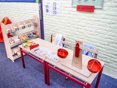 Apotheek bij het thema 'Mijn lijf' Dramatic Play, Early Childhood Education, Ping Pong Table, Toddler Activities, Ambulance, Room Decor, Teaching, Furniture, Toddlers