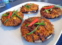 Portobello klobouky zapečené s tofu-sýrovou náplní. | Veganotic Portobello, Vegan Recipes, Vegan Food, No Cook Meals, Tandoori Chicken, Salmon Burgers, Tofu, Lunch, Snacks
