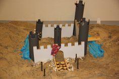 Kastelen bouwen is een activiteit dat in de zomerperiode tijdens het buiten spelen heel interessant is. De uitnodigende materialen zorgen ervoor dat kinderen worden uitgedaagd om rekenprobleempjes op te lossen. Voor meer informatie zie nieuwsbrief Het Jonge Kind van IJsselgroep, bij de rubriek Zand en Zo! Water, Classroom Ideas, Gripe Water, Aqua