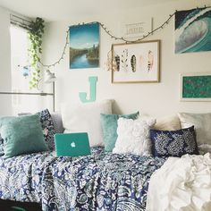 Home Decoration Ideas Living Room This cute dorm room is so amazing!Home Decoration Ideas Living Room This cute dorm room is so amazing! Dorm Room Colors, Cool Dorm Rooms, College Dorm Rooms, Dorm Room Themes, Lights In Dorm Room, Blue Room Themes, Beach Dorm Rooms, Wall Colors, College Room Decor