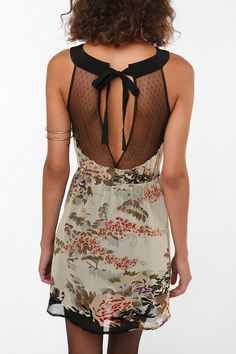 Will someone who can go braless wear this dress so I can live vicariously through you?? Obsessed!