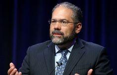 Veteran Newsman Ray Suarez Moves On From PBS, Joins Al Jazeera America - http://blog.pureminutes.com/index.php/veteran-newsman-ray-suarez-moves-pbs-joins-al-jazeera-america/