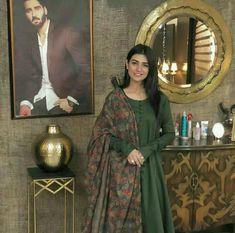 Sarah khan Pakistani Fashion Party Wear, Pakistani Dresses Casual, Pakistani Dress Design, Indian Dresses, Indian Outfits, Indian Fashion, Stylish Dress Designs, Stylish Dresses, Women's Fashion Dresses