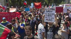 La plaza Italia de Santiago es desde hace dos semanas en el epicentro de las protestas contra Piñera Carta Magna, Plaza, National Flag, Santiago, Sons