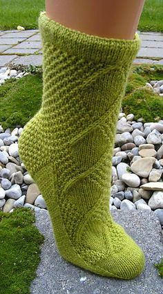 Hexengarten pattern by Sonja Köhler Thank you for creating the PDF :-]. Baby Knitting Patterns, Knitting Stitches, Knitting Socks, Hand Knitting, Mittens, Knit Crochet, Arts And Crafts, Crafty, Creative