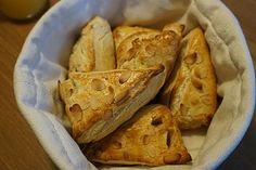Nybakade frukostscones