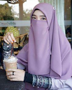 Hijabi Girl, Girl Hijab, Niqab Fashion, Muslim Fashion, Beautiful Muslim Women, Beautiful Hijab, Mode Niqab, Muslim Beauty, Islamic Girl