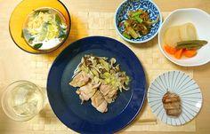 2016/10/30 ネギ塩と鶏肉、ダイコンとかの出汁煮、昆布とダイコンのバター醤油おかか炒め、白菜とワカメスープ。ネギ塩のやつは全部レンジで調理できて楽かつ美味しかった! ネギ塩最強伝説。