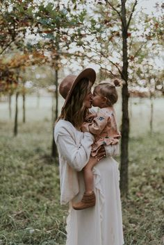 Maternity sweetness with the second child on the way. Love those toddler mama snuggles!