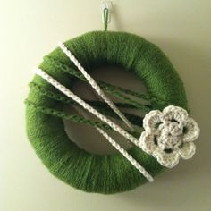 everyday yarn wreath with crochet flower :)