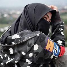 Hijab Style Dress, Casual Hijab Outfit, Stylish Hijab, Hijab Chic, Arab Girls Hijab, Muslim Girls, Niqab Fashion, Muslim Fashion, Beautiful Muslim Women