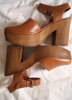 Kaufe meinen Artikel bei #Kleiderkreisel http://www.kleiderkreisel.de/damenschuhe/hohe-schuhe/136098948-bequeme-cognacfarbene-echtleder-sandaletten-mit-holz-plateau