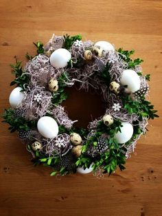 Vence nie the len na Vianoce: inšpirácií, ako si vytvoriť úžasné venc & Christmas Pine Cones, Christmas Diy, Christmas Wreaths, Diy Easter Decorations, Christmas Decorations, Easter Crafts, Holiday Crafts, Tutu Wreath, Diy Osterschmuck