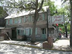The Pirates House in Savannah Georgia was built in 1753 and is supposed to be one of Georgias most haunted locations.